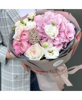 Букет з гортензії, троянд і еустоми Дарсі